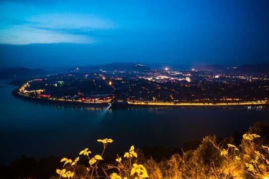 夜晚下的阆中古镇景致图片