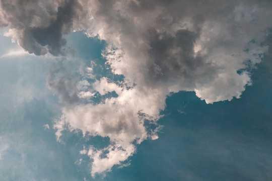 空中的云海图片