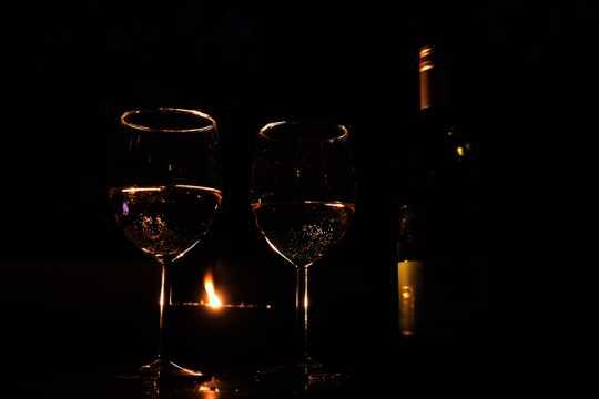浪漫烛光红酒图片