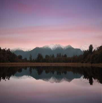 安静湖水唯美光景图片