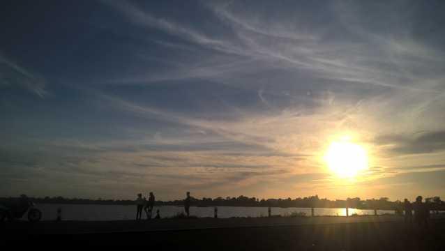 黄昏夕照余晖景象图片