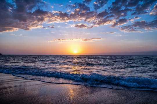 唯美静谧的沙滩光景图片