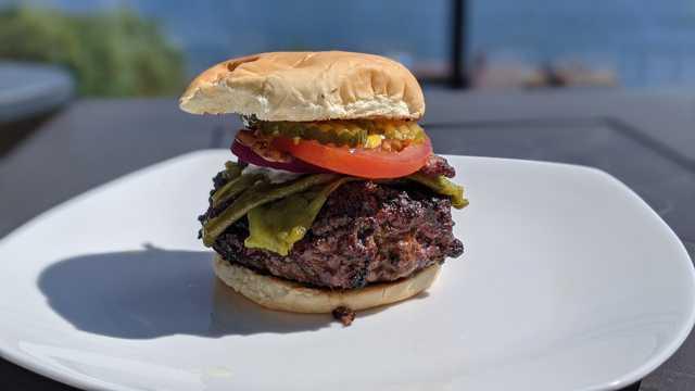 美食烤肉汉堡图片