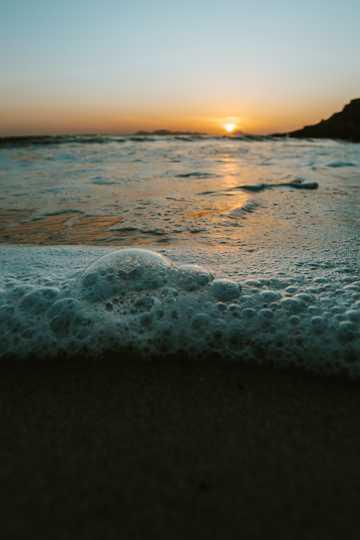 暮色下的沙滩图片
