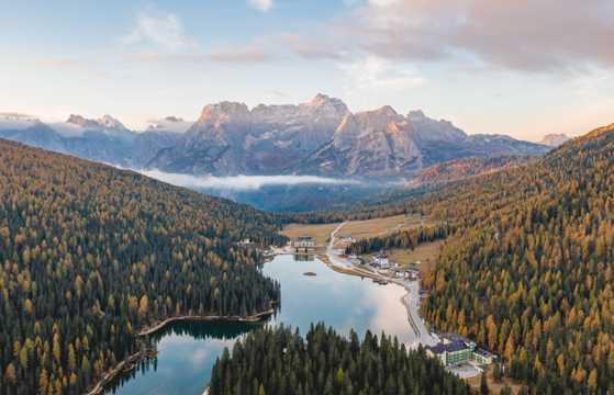 森林山川自然风光航拍图