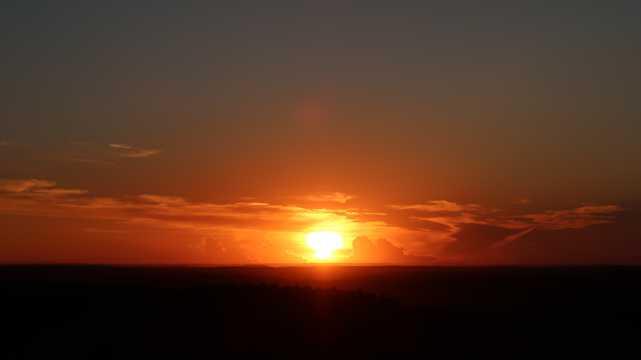 山顶残阳景观图片