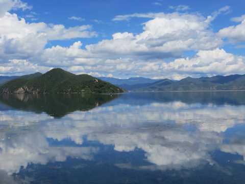 蓝天云层山川景物图片