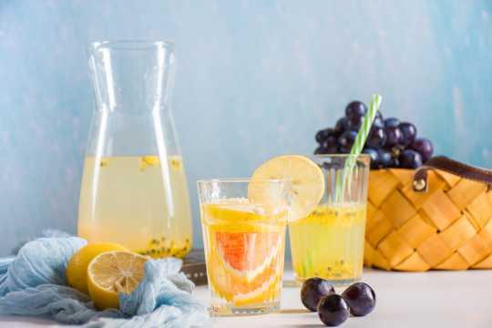 原汁原味的水果果汁图片